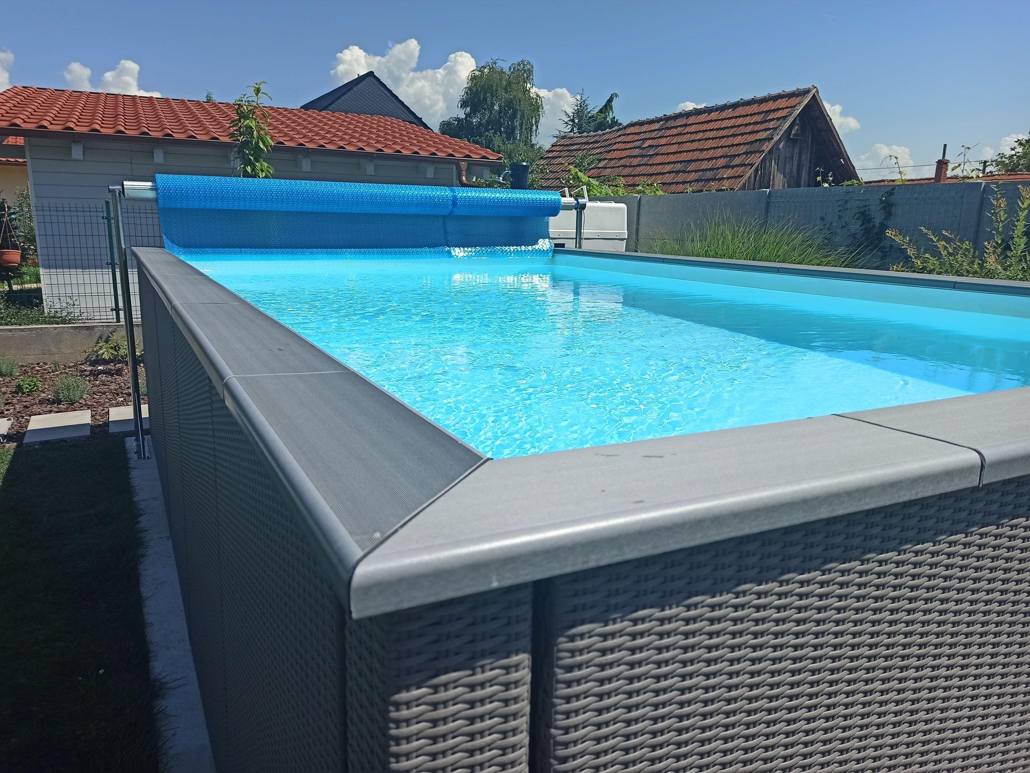 ratanovy-bazen-sedy