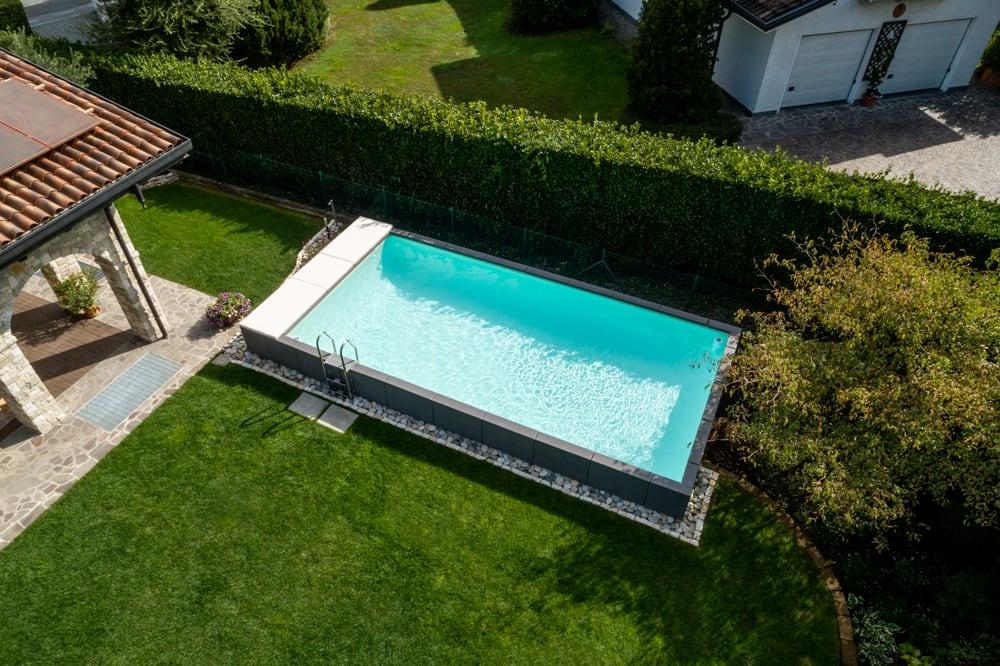 Ratanový bazén záhrade