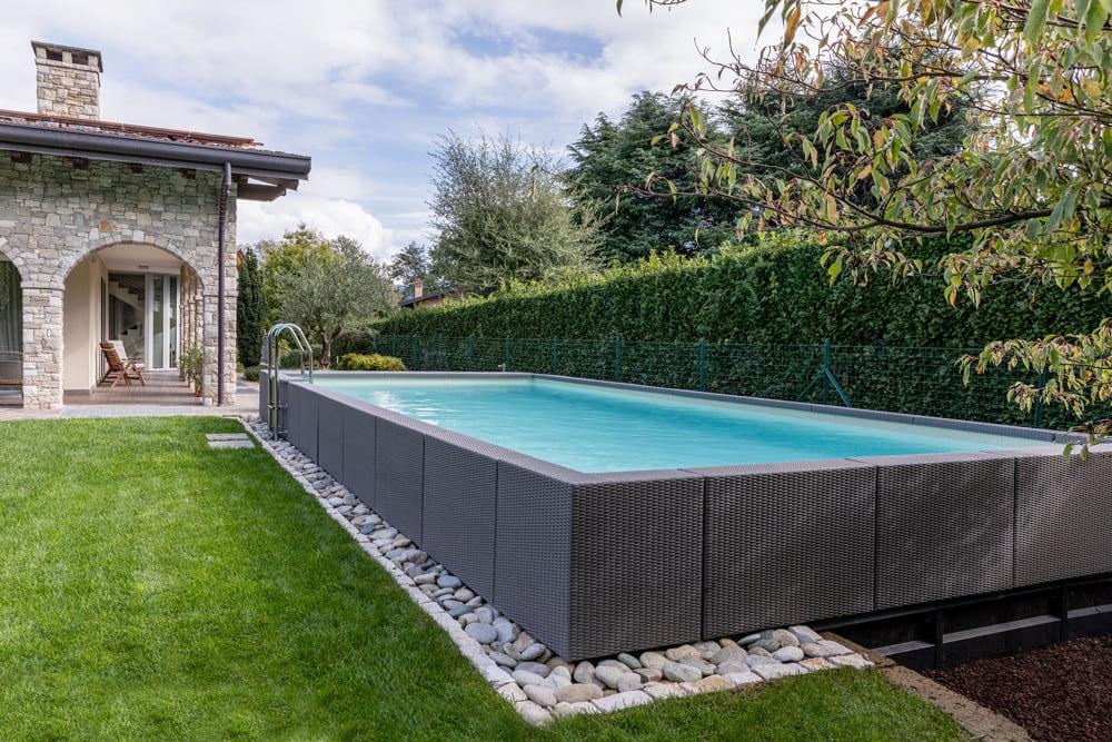 Ratanový bazén pri rodinnom dome