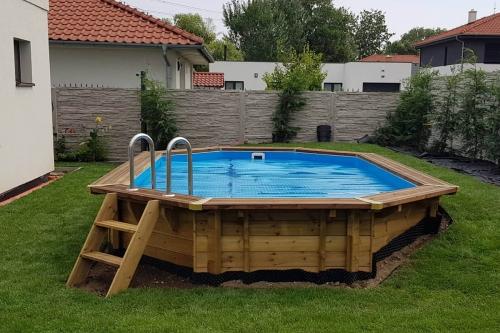 dreveny-bazen-blue-lagoon